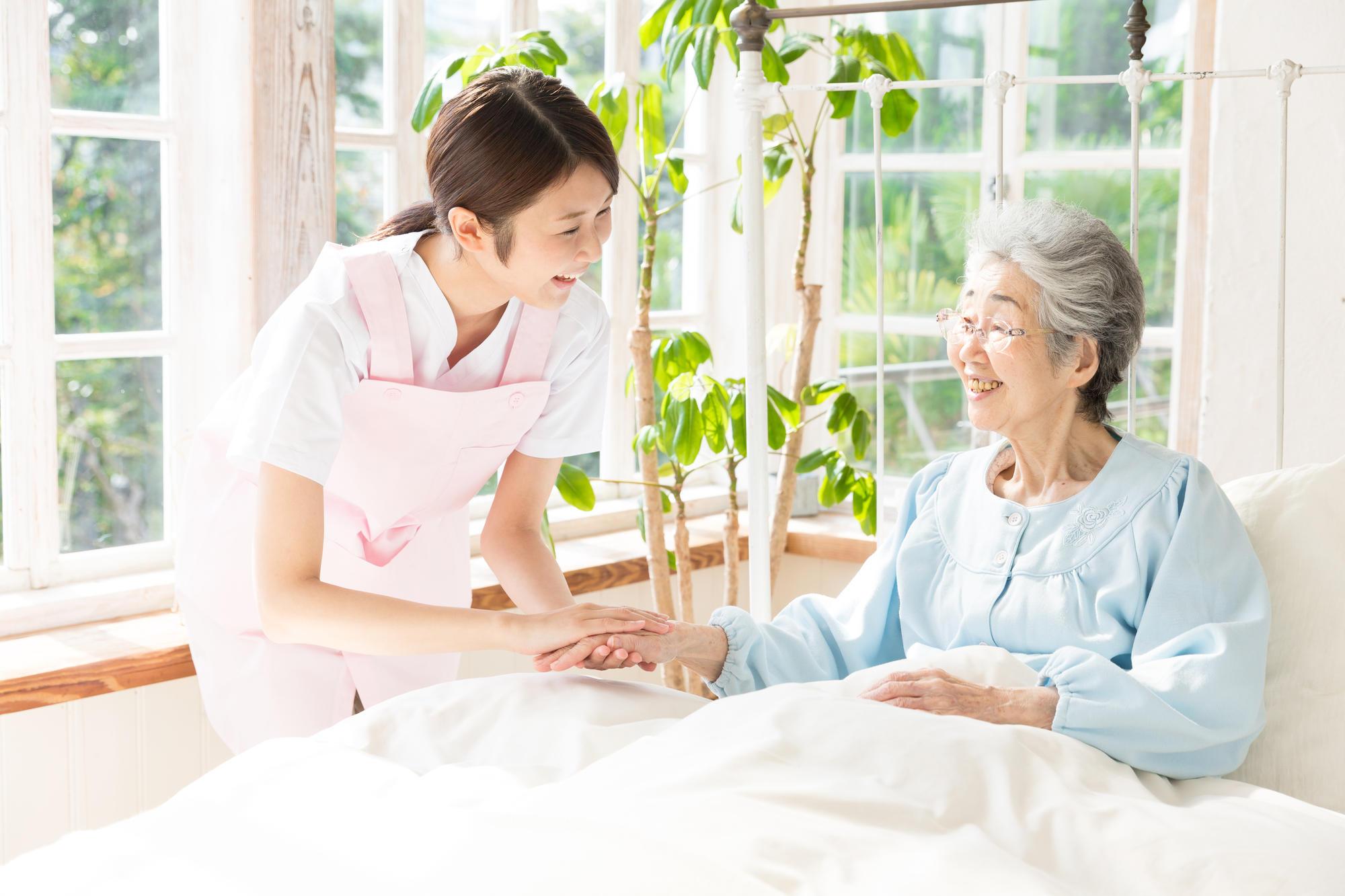 「介護付」と「住宅型」の有料老人ホームとは?どちらを選ぶ ...