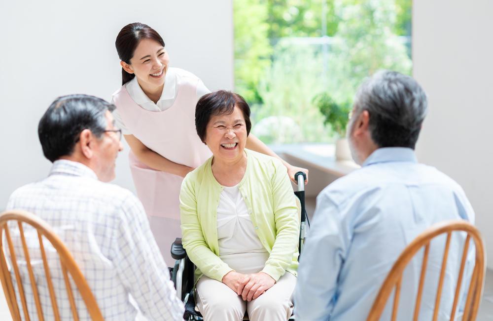 「地域包括支援センター」とは? 高齢者の困り事に対して一括相談できる施設|介護のコラム