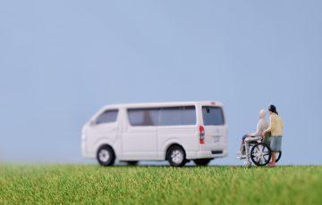 通院の介助の負担を減らす!介護タクシーの利用の流れや料金について|介護のコラム