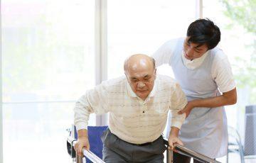 リハビリの専門職が手厚くサポート。「介護老人保健施設」は