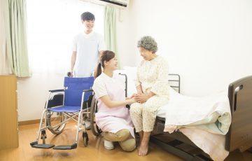 車椅子からベッドへの移乗で気をつけるべき6つの注意点【半身まひのケースも】
