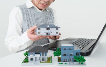 高齢者をまかせる前に知っておきたい、認知症ケアを受けられる施設の「種類」と「費用」|老人ホームのコラム