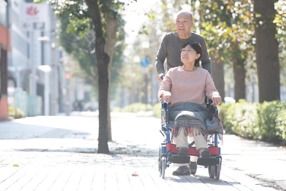 ユマニチュードの効果とは? 認知症高齢者が安心できる接し方について解説