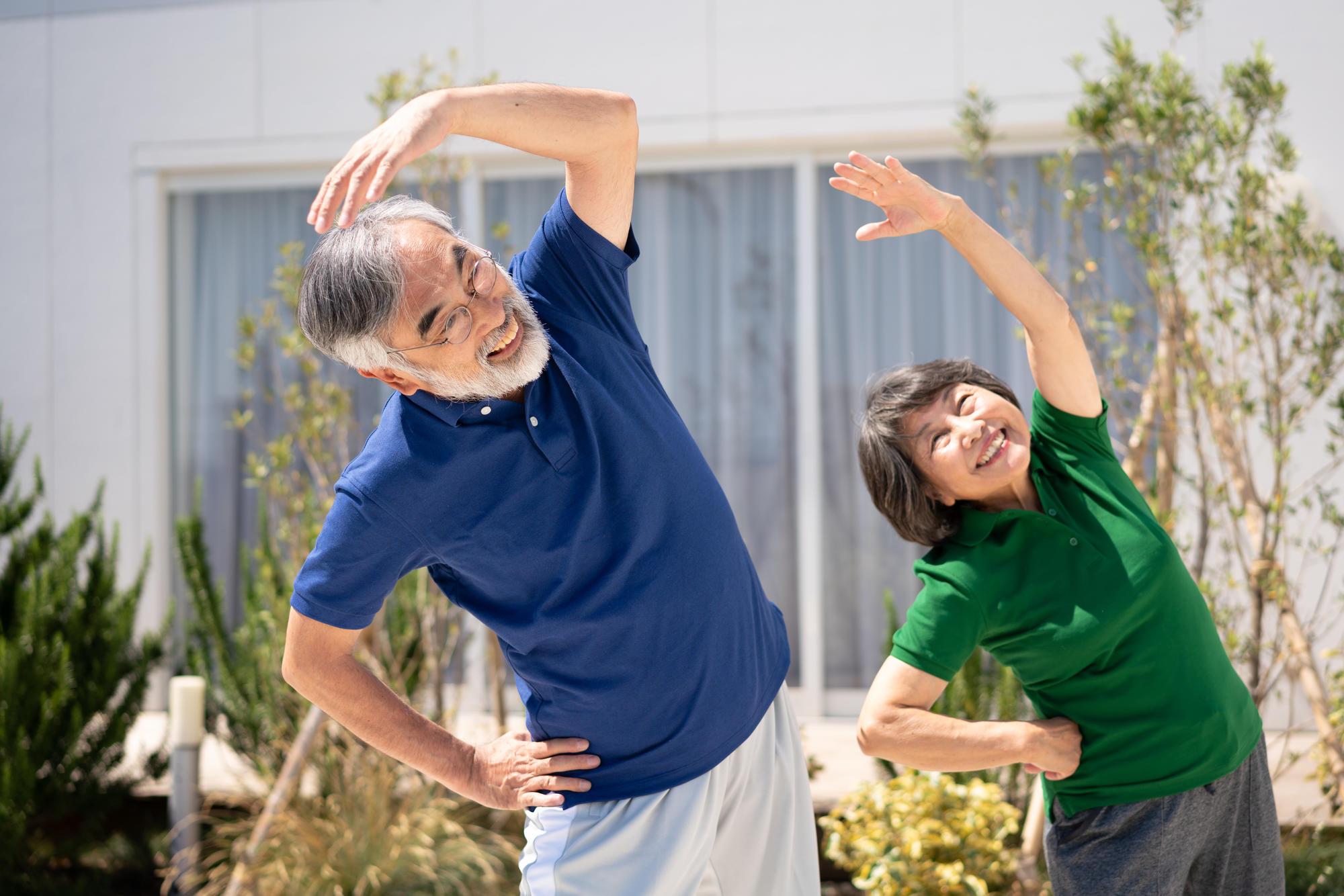 「人生100年時代」健康寿命を延ばすためにできる取り組み|介護のコラム